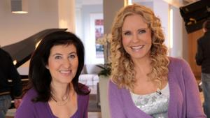 "Top Presenter Katja Burkard and Regression Therapist Ursula Demarmels in ""Mein erstes Leben"". (c) RTL, 2010"
